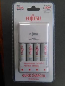 Nabíječka Fujitsu FCT344CEFX(CL) + 4x AA Fujitsu 1900mAh