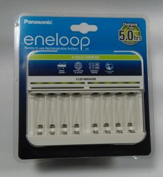 Nabíječka Panasonic Eneloop CC63E pro nabíjení až 8x AA/AAA baterií