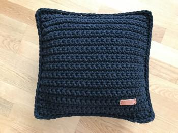 Pillow  / black